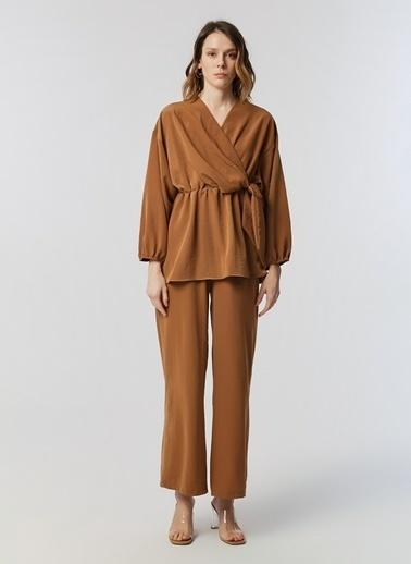 Monamoda Bluz Camel
